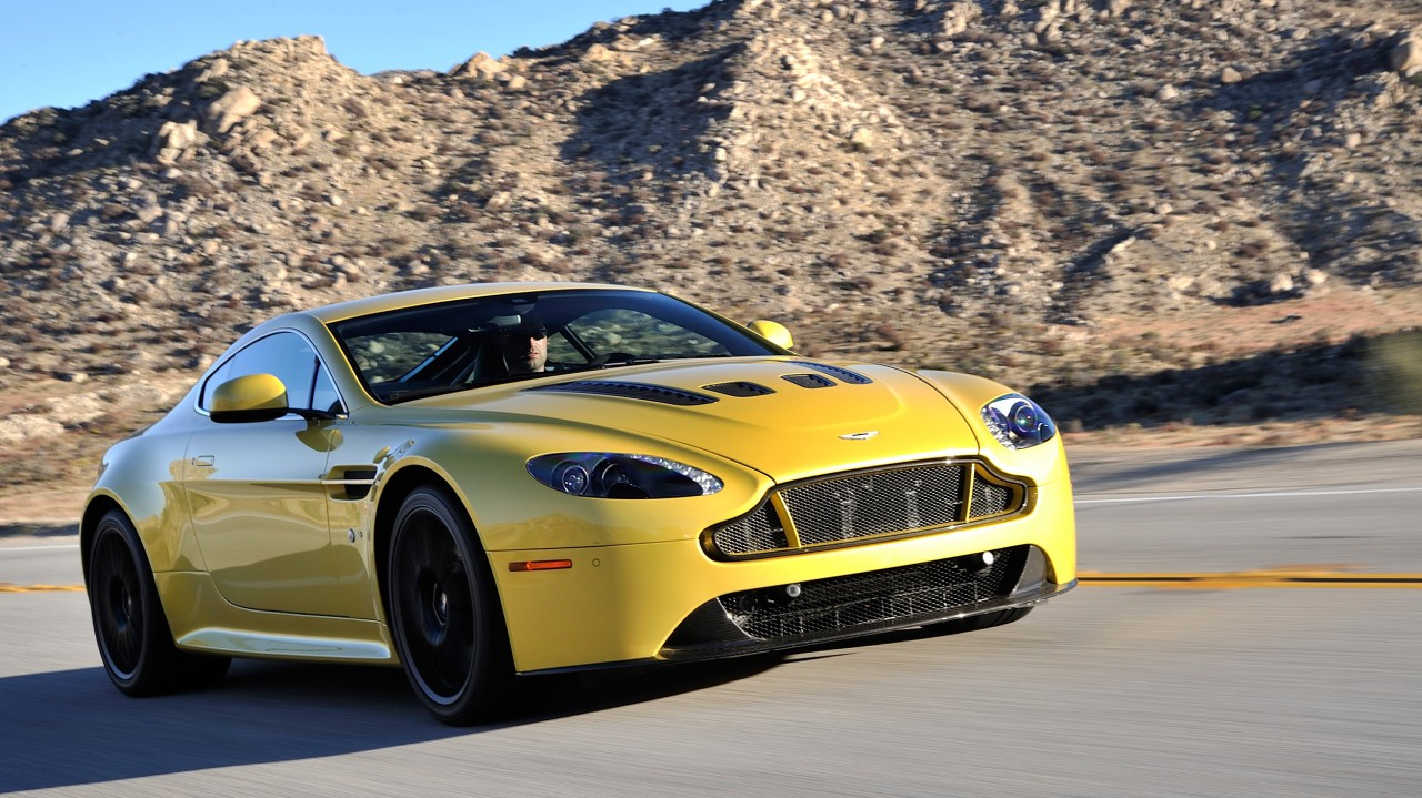 Aston Martin V12 Vantage S in Yellow Tang