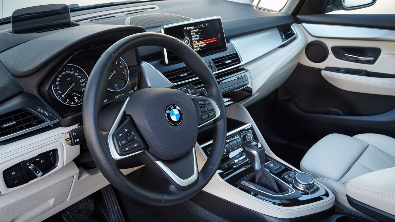 BMW 225xe Active Tourer (2016)